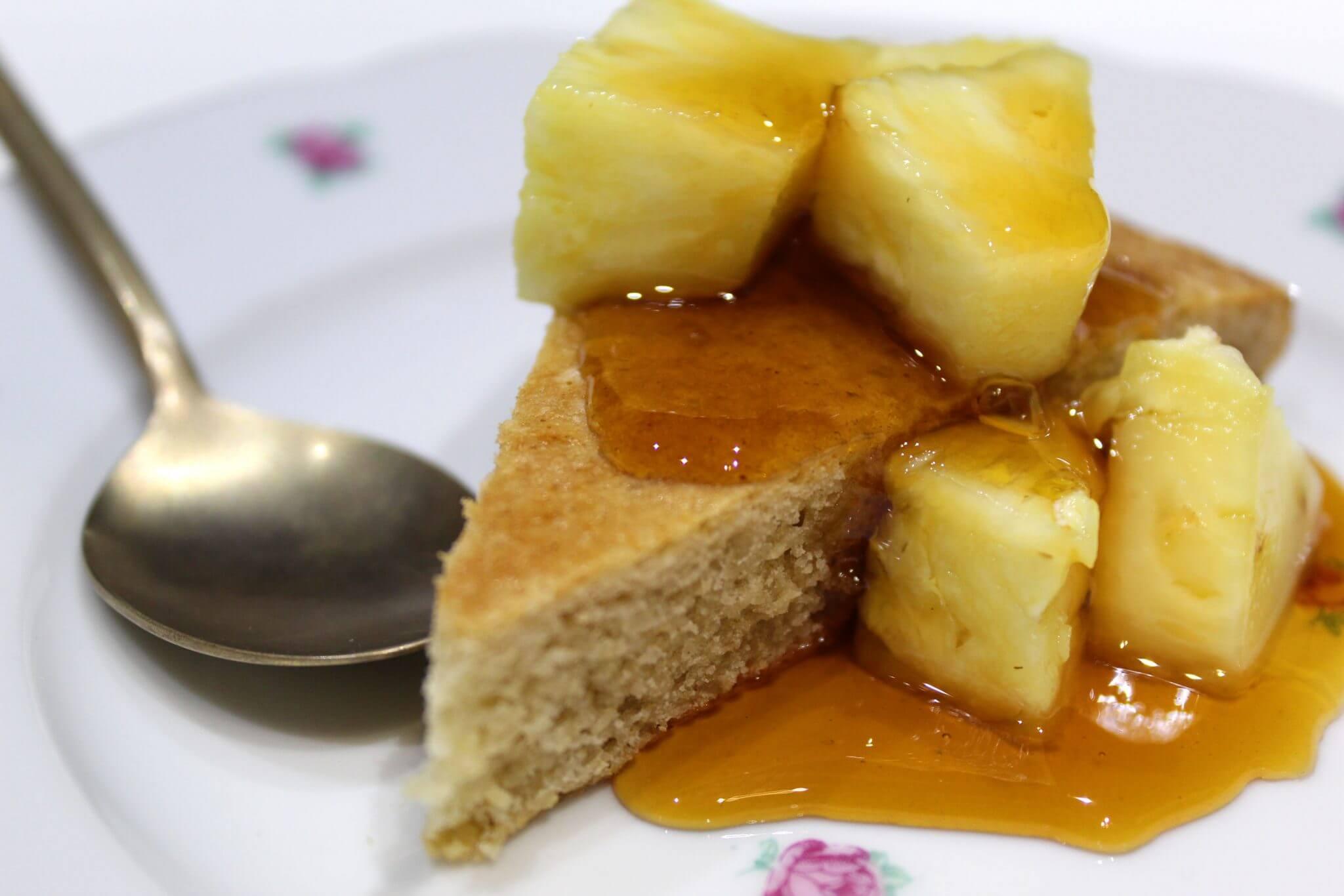 Amandelkoek met karamel en ananas.jpg