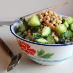 salade van komkommer met bonen en dilledressing